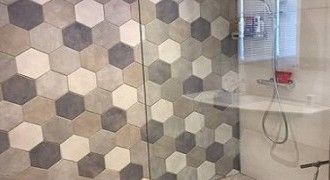 Douche decor hexagones